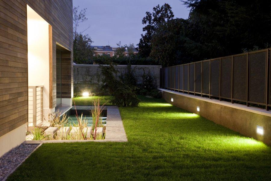 Illuminazione esterna per locali plafoniere e lampioniplafoniere